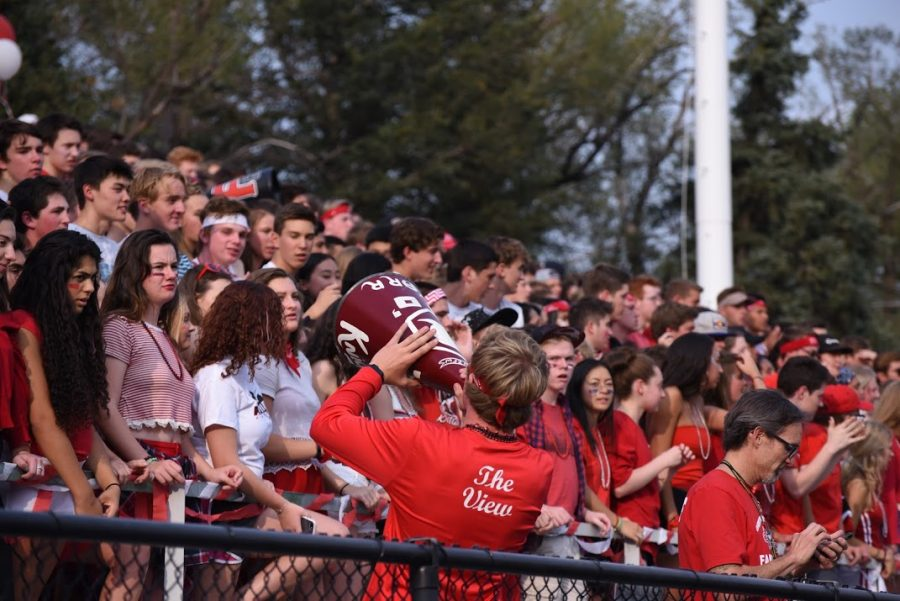 Students+cheer+for+the+Football+team+at+the+FHS+vs+BHS+game.